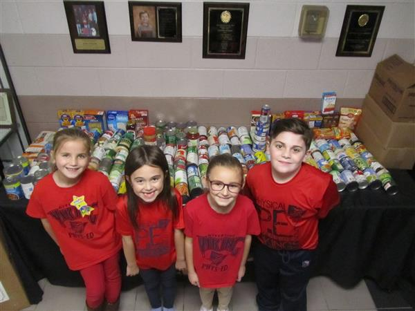 Riverside West students donate to local food pantries!